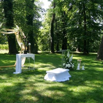 Ślub w parku Pałacu Wiechlice